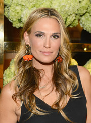 Molly Sims looked like a goddess with her long wavy hair during the Tory Burch Rodeo Drive opening.