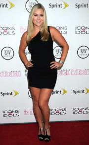 Lindsey Vonn opted for a simple, one-shouldered LBD for her sexy red carpet look at 'In Touch Weekly's' Icons & Idols Celebration.
