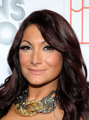 Deena Nicole Cortese's eyes dazzled with the help of glamorous false eyelashes.