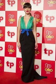 Maria Valverde looked stunning in this deep-plunging gown at the TP De Oro Awards.