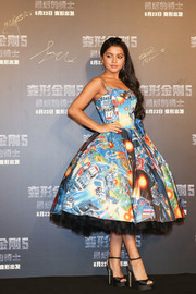 Isabela Moner was aptly dressed in a Transformers-themed strapless fit-and-flare dress by Moschino at the China premiere of 'Transformers: The Last Knight.'