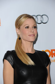 Julie Bowen wore her blond locks in a super sleek ponytail at The Trevor Project's 2011 Trevor Live!