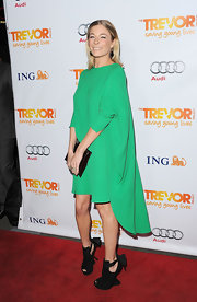 LeAnn Rimes paired her bright green drss with quirky black wedges.