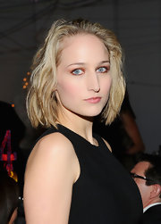 Leelee Sobieski added a sparkling touch to her flawless makeup with copper rimmed lids. By keeping the rest of her look neutral really made her eyes pop.