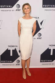 Kyra Sedgwick went super simple in this white midi dress at the Tribeca TV Festival premiere of 'Ten Days in the Valley.'