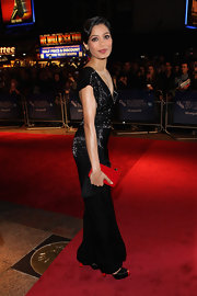 Freida Pinto was a style heavy hitter at the 'Trishna' premiere in a gleaming black gown and a fire engine red clutch.