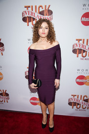 Bernadette Peters paired her alluring dress with a black satin purse.