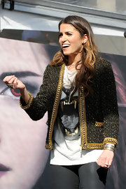 Nikki's sharply-tailored cardigan exuded opulence, thanks to its glistening chains and rich tweed texture.