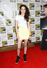 The fun and flirty print on Kristen's mini sweetens up her white tee and sneakers.
