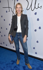 Kelly Rutherford rounded out her casual ensemble with beige suede ankle boots.