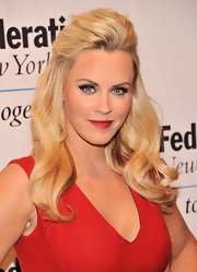 Jenny McCarthy's half up, half down 'do showed off her pretty blonde tresses!