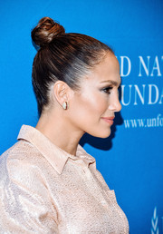 Jennifer Lopez attended the UN Foundation's Gender Equality Discussion wearing her hair in a tight top knot.