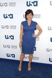 Tiffani Thiessen paired classic blue T-strap sandals with her sheath dress for the USA Upfront event.