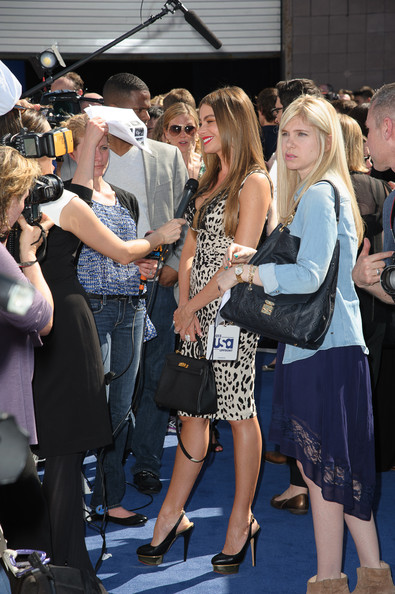 More Pics of Sofia Vergara Print Dress (1 of 3) - Sofia Vergara Lookbook - StyleBistro