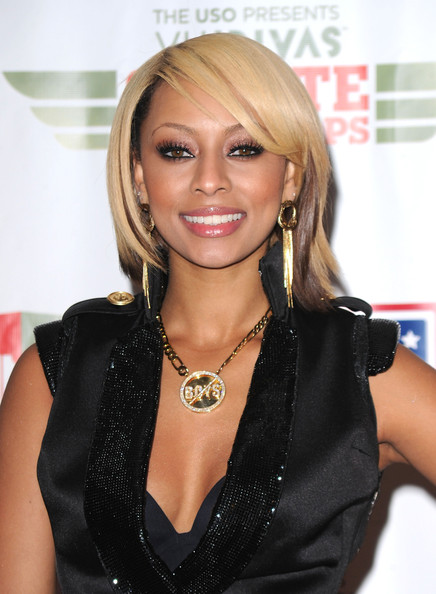 Keri Hilson donned amber metallic shadow while attending VH1's Divas Salute the Troops show.