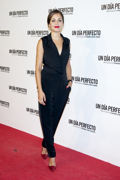 Hiba Abouk was all about relaxed sophistication in her tux-inspired jumpsuit during the Madrid premiere of 'Un Dia Perfecto.'