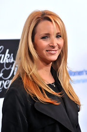Lisa Kudrow kept her long hair down with a side part at the Unforgettable Evening Benefit.