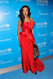 Selita was va-va-voom incarnate at the UNICEF Snowflake Ball in this structured red gown and matching lips.