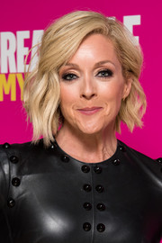 Jane Krakowski was stylishly coiffed with these short, asymmetrical waves at the 'Unbreakable Kimmy Schmidt' FYC event.