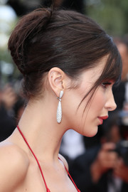 Bella Hadid polished off her look with a pair of dangling diamond earrings by De Grisogono.