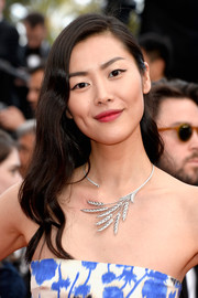Liu Wen attended the Cannes premiere of 'The Unknown Girl' looking sweet with her gently wavy hairstyle.