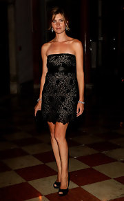 Vittoria Puccini paired her classic peep toe pumps with a strapless lace embellished dress.