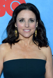 Julia Louis-Dreyfus looked girly with her center-parted waves at the 'Veep' season 4 New York screening.