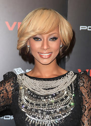 Keri Hilson add a soft smoky eye to her over embellished dress. The soft purple hue was a nice way to offset her lacy black dress.