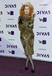 Paloma looked decadent on the purple carpet of VH1 Divas wearing this gold-encrusted cocktail dress.