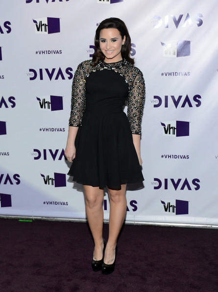 More Pics of Demi Lovato Retro Hairstyle (5 of 23) - Demi Lovato Lookbook - StyleBistro
