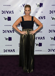 Jenn Berman was a bronzed beauty in this pleated number at VH1 Divas.