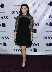 This is the sweetest look we've seen from Demi in a long while! We adored this black beaded number she wore on the VH1 Divas' purple carpet.