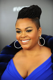 Jill Scott wore her cool twisted tresses in a voluminous updo at VH1 Divas Celebrates Soul.