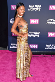 Keke Palmer gave us an eyeful of side cleavage in this lingerie-inspired gold gown during the VH1 Hip Hop Honors.
