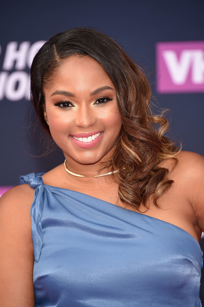Alicia Quarles got all prettied up with this curly side sweep for the VH1 Hip Hop Honors.
