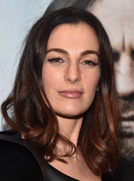 Ayelet Zurer sported a casual hairstyle with curly ends at the VIP screening of 'Last Days in the Desert.'