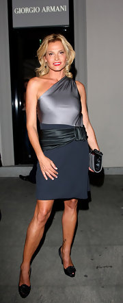 Simona Ventura's gray one-shoulder dress was one elegant number!