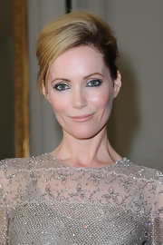 Leslie Mann looked refined at the Valentino show with this voluminous yet sleek updo.