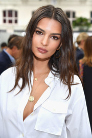 Emily Ratajkowski completed her gold accessories with a pair of hoop earrings.