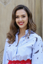 Jessica Alba looked sweet with her bouncy, high-volume waves at the Valentino fashion show.