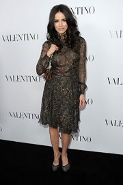 Abigail Spencer looked lovely in this feather-adorned print dress at the Valentino store opening.