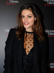 Phoebe Tonkin was edgy-chic at the 'Vampire Diaries' 100th episode celebration with her tousled layers.
