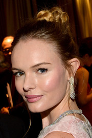 Kate Bosworth naturally got all blinged up in diamond chandelier earrings and a matching necklace by Van Cleef & Arpels.