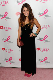 Vanessa Hudgens chose a simple yet flirty black evening dress for the Donate with a Kiss event.