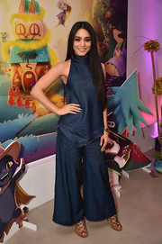 Vanessa Hudgens looked effortlessly cool in a sleeveless denim-look turtleneck by Manning Cartell at the launch of Bubble Witch 3.