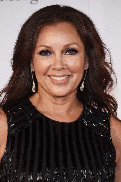 Vanessa Williams Medium Wavy Cut