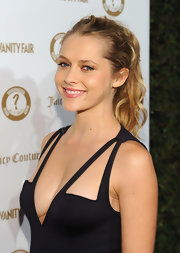 Teresa Palmer attended the 'Vanity Fair' and Juicy Couture 20th Anniversary Party wearing her wavy locks in a casual ponytail.