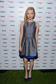 Amanda accentuated her petite figure in this youthful print dress at the celebration of 'Les Mis.'