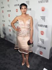 Grace Gealey accessorized her dress with a geometric, marbled hard-case clutch.