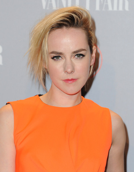 Jena Malone went super edgy with this teased razor cut at the Vanity Fair Campaign Hollywood party.